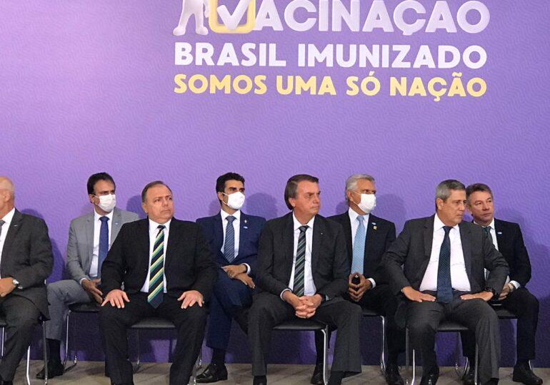Ceará deve receber 1,7 milhão de doses no primeiro semestre de 2021, afirma Camilo Santana